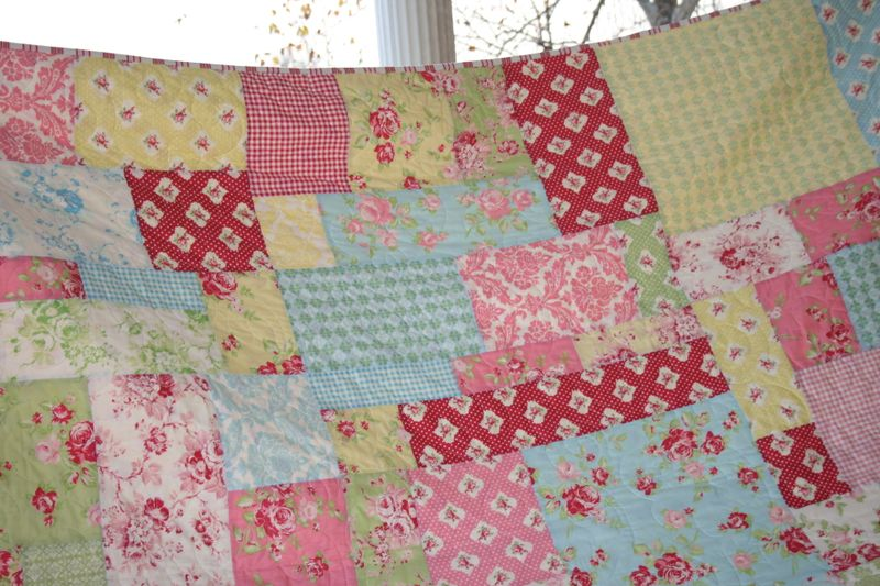 Pics of giveaway quilt and messenger bag 023