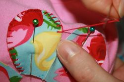 Flower tee tutorial - blanket stitch 4