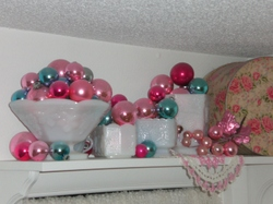Decorating_with_ornaments_001_2